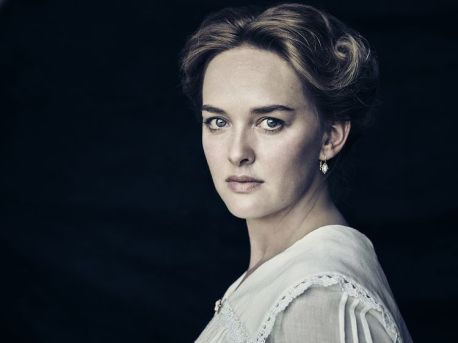 Jess Weixler as Sally McCullough - The Son _ Season 1, Gallery - Photo Credit: James Minchin/AMC