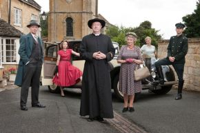Picture Shows: (L-R) Inspector Valentine (HUGO SPEER), Lady Felicia (NANCY CARROLL), Father Brown (MARK WILLIAMS), Mrs McCarthy (SORCHA CUSACK), Susie (KASIA KOLECZEK), Sid (ALEX PRICE)