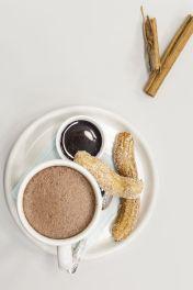 ElGourmet_Postres Caseros_ churros con chocolate caliente