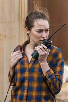 Alycia Debnam-Carey as Alicia Clark - Fear the Walking Dead _ Season 4, Episode 2 - Photo Credit: Richard Foreman, Jr/AMC