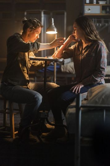 Jenna Elfman as Naomi, Alycia Debnam-Carey as Alicia Clark - Fear the Walking Dead _ Season 4, Episode 6 - Photo Credit: Richard Foreman, Jr/AMC