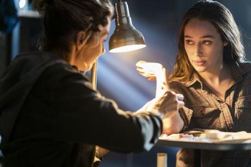Alycia Debnam-Carey as Alicia Clark, Jenna Elfman as Naomi - Fear the Walking Dead _ Season 4, Episode 6 - Photo Credit: Richard Foreman, Jr/AMC
